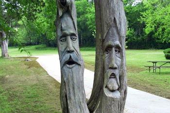 Деревья, превращённые в искусство