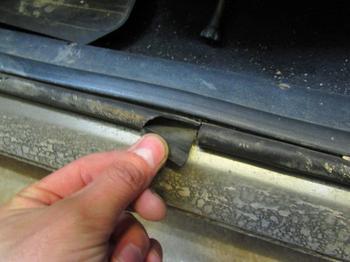 Как справиться с запотевшими окнами и избавиться от влажности в салоне автомобиля