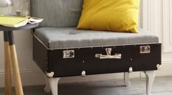 Старый чемодан в интерьере