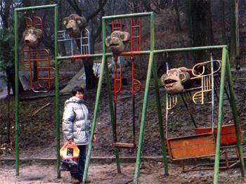 Детские площадки, на которых наши дети готовятся ко взрослой жизни