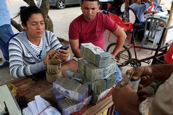 Инфляция в Венесуэле достигла 1 300 000 процентов