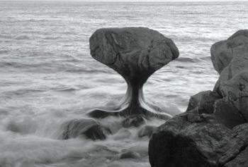 10 балансирующих камней, которые нарушают все законы физики