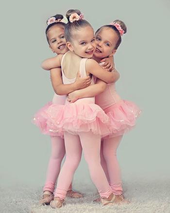 Веселая жизнь тройняшек: счастливая мама шестерых детей