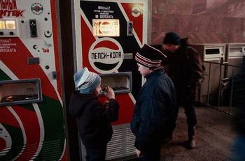 От бутербродов до керосина: товары, продававшиеся в торговых автоматах