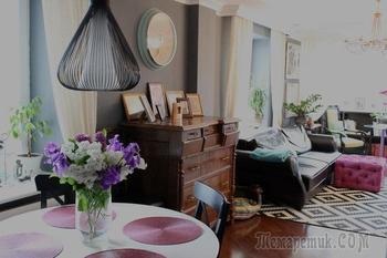Дубовый комод 1905 года, самодельный пуф и кофейный столик в гостиной