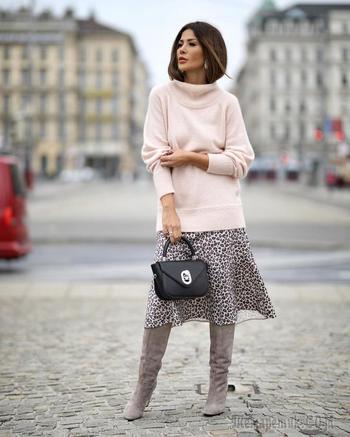 Вам понравится! 28 сногсшибательных примеров как носить свитер с юбкой