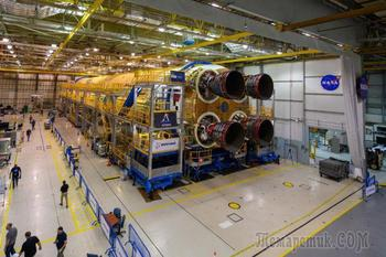 Новая мегаракета НАСА теперь оснащена всеми четырьмя двигателями