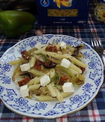 Паста Barilla с овощами, вялеными томатами и сыром сиртаки