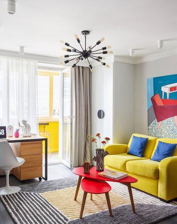 Красочная маленькая квартира для девушки в Москве