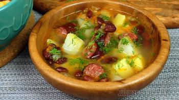 Суп с копчеными колбасками и  фасолью