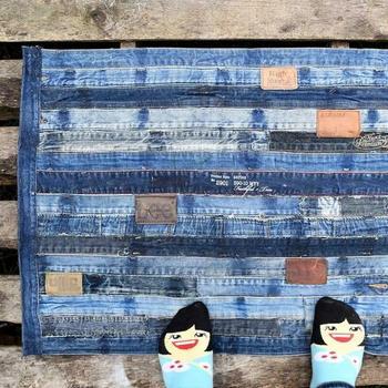 Идеи ковриков из старых джинсов