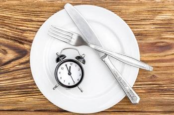 Что такое интервальное голодание: плюсы и минусы диеты