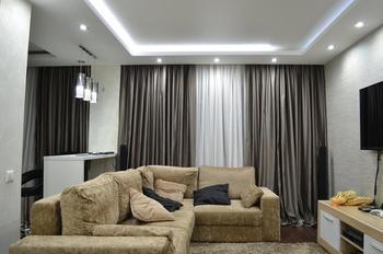 Камерное, обволакивающее пространство в гостиной
