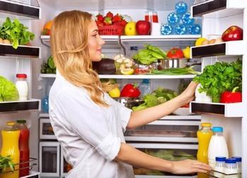 Как устранить запах в холодильнике?