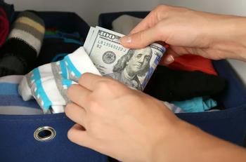 Куда в доме спрятать деньги