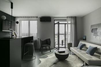 Зеркало на потолке в квартире в Минске