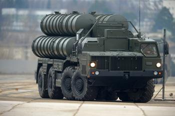 Россия начала поставки зенитно-ракетных комплексов С-400 в Турцию