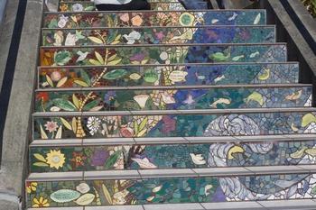 Мозаика на садовом участке