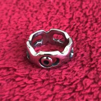 Кольцо из металлической пластины, вырезанной из плеча