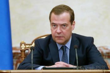 Медведев улучшит жизнь российских пенсионеров на 100 миллиардов рублей