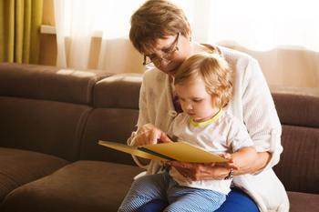 Найдете себя в списке? 6 типов бабушек, которые обожают своих внуков