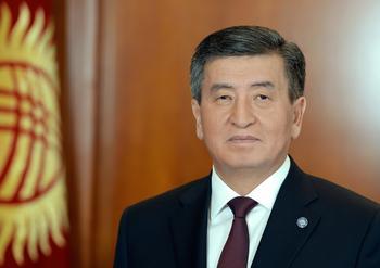 «Иначе прольется кровь»: президент Киргизии ушел в отставку