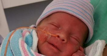 Выжили: 13 улыбающихся младенцев, родившихся раньше срока