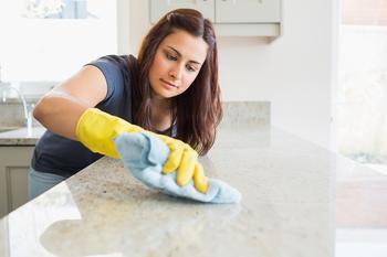 Экологично и безопасно: действенные рецепты чистящих средств, которые можно приготовить на собственной кухне