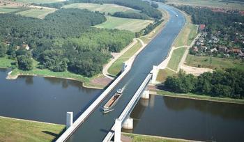 Три самых впечатляющих водяных моста в мире