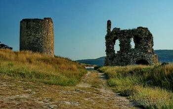Загадочная крымская Каламита: чем притягивает и какие тайны хранит древняя крепость