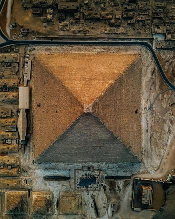Захватывающий вид с дрона на пирамиду Хеопса в фотографиях Александра Ладанивского