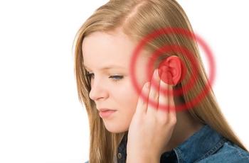У Вас часто горит левое ухо? Разбираемся почему это происходит