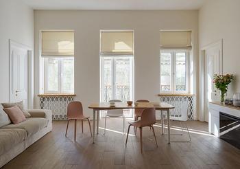 Легкий интерьер с пастельными акцентами в старом доме в Киеве