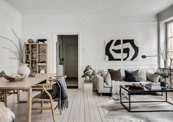 Светлая скандинавская квартира с темными акцентами (60 кв. м)