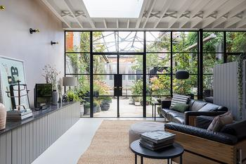 Дом с оранжереей в Лондона