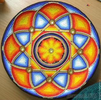 «Солнце Мексики»: декоративная тарелка в технике инкрустации бисером