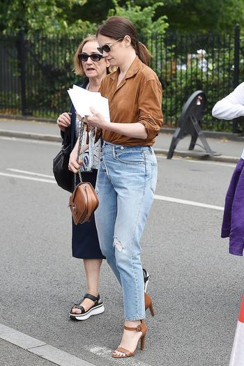 Как правильно носить джинсы с высокой талией
