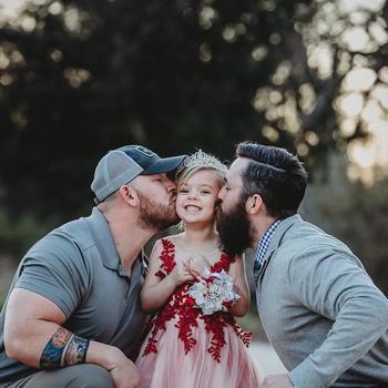 «Одна дочь на двоих»: Душевная история маленькой принцессы и ее двух пап