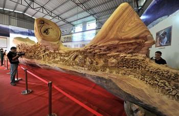 Удивительная резная скульптура