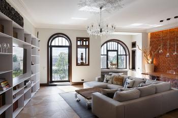 Лофт, этно-шик и минимализм в одной питерской квартире c видом на Исаакиевский