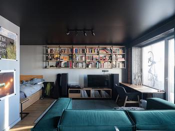Квартира с черным потолком, в которой живет молодой онколог