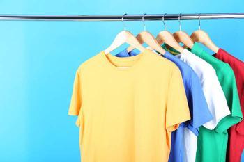 Новая жизнь старой футболки: идеи декора одежды в технике синель