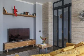 Современная квартира в необычной гамме в Москве