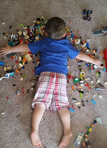 Спят усталые детишки или 16 фотографий, доказывающих, что дети могут спать где угодно