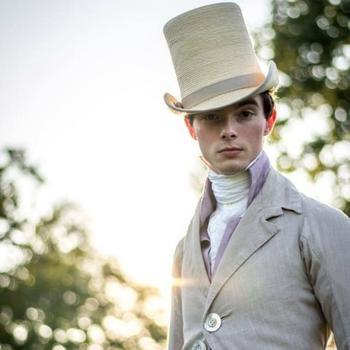 Британец более 10 лет носит одежду в стиле XVII-XIX веков, игнорируя современную моду
