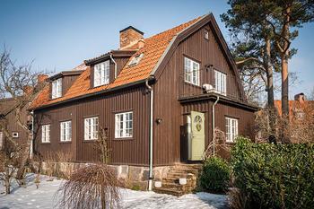 Скандинавский домик с черным фасадом (124 кв. м)