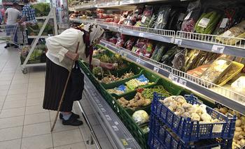 С бедностью сталкиваются все больше россиян