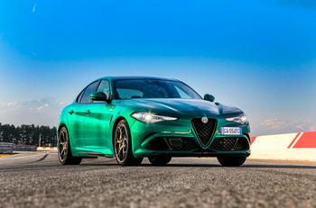 Парочка обновленных горячих шедевров от Alfa Romeo