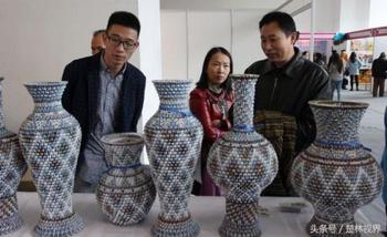Художник-самоучка создаёт реалистичные китайские вазы в натуральную величину из игральных карт