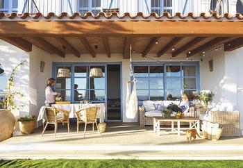 Дом с элементами морского стиля недалеко от Барселоны
